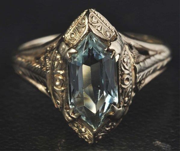 11: 14K W. Gold Aquamarine Ring.