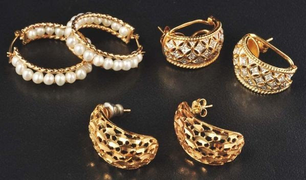 19: Lot of 3: Pairs of 14K Gold Earrings.