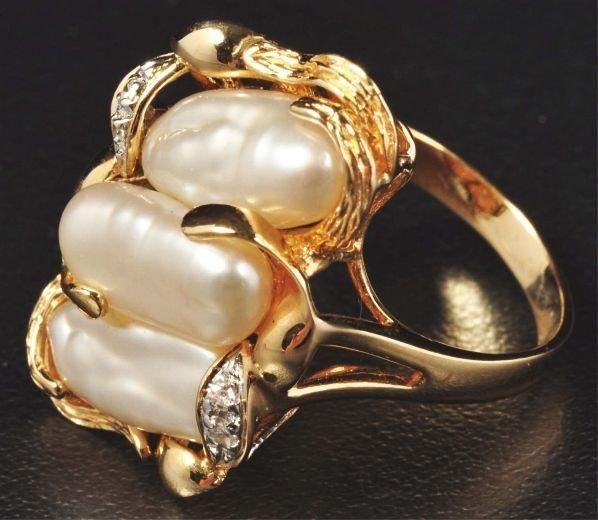 23: 14K Gold & Fresh Water Pearl Ring.
