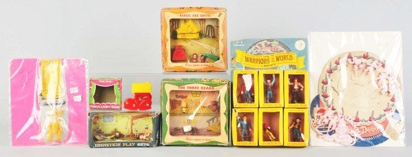 700: Lot of 7: Plastic Toys.