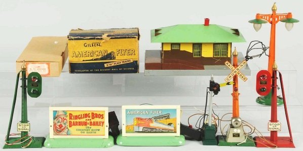 34: Lot of 10: American Flyer S-Gauge Accessory Items