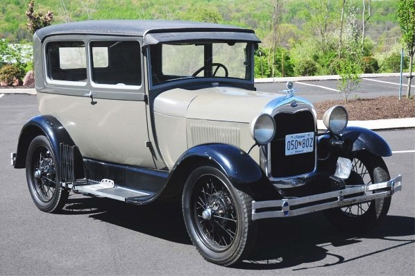 600: 1928 Ford Model A 2-Door Car.