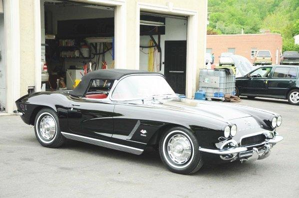 604: 1962 Chevrolet Corvette Convertible.