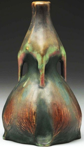17: Amphora Edda Vase.
