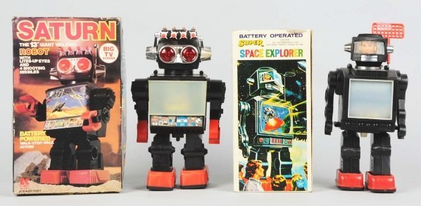 1021: Lot of 2: Robot Toys.