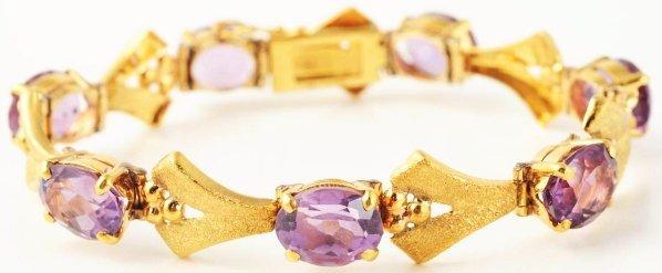 508: 18k Yellow Gold Amethyst Bracelet.