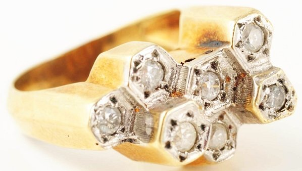 516: 14k Yellow Gold 7-Diamond Ring.
