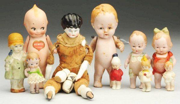 Lot of Small Dolls.
