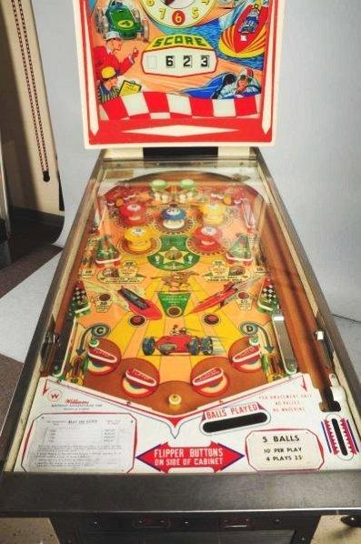 William's Beat the Clock Pinball Machine (1963). - 2