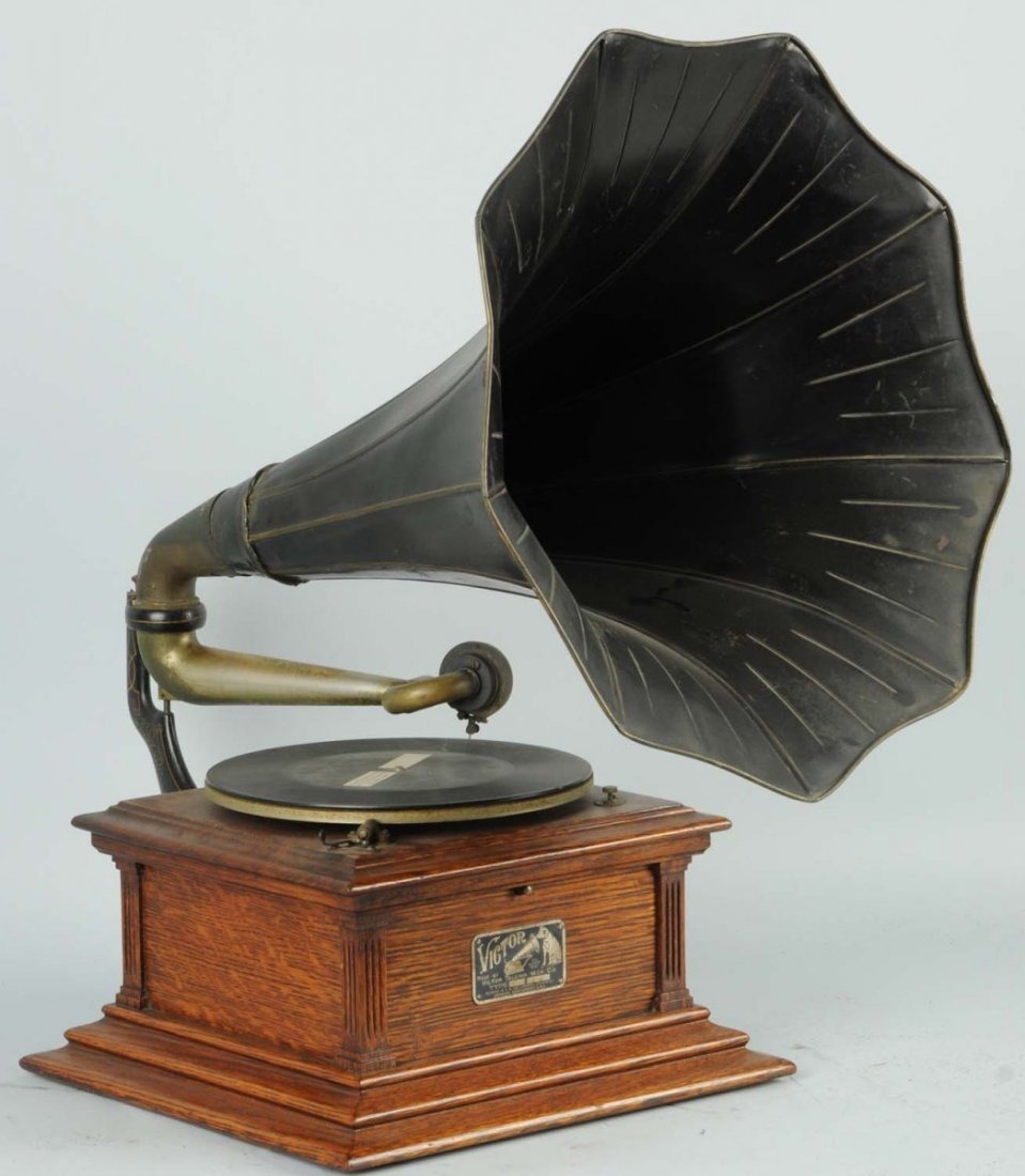 Victor Phonograph with Horn.