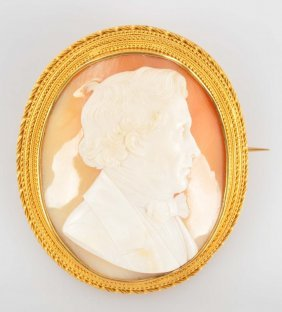 Shell Cameo With 18k Frame.
