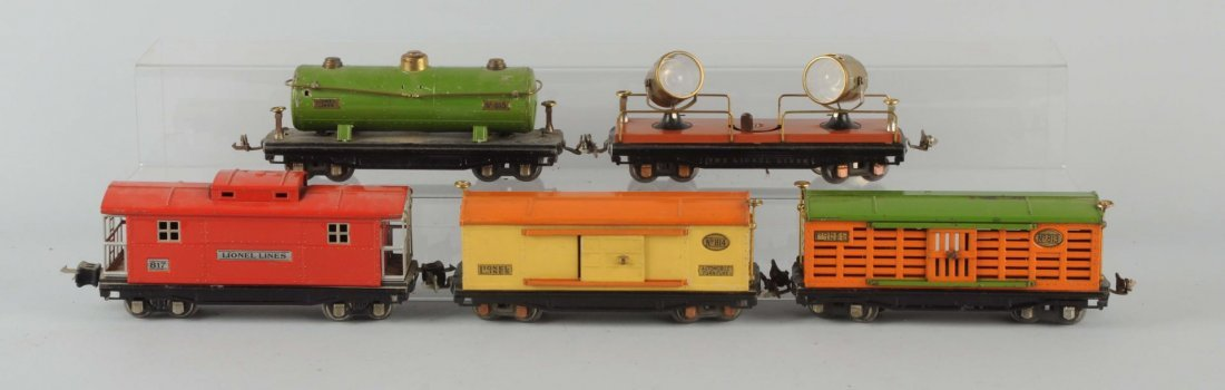 Lot of 5: Lionel 800 Series Freight Cars.