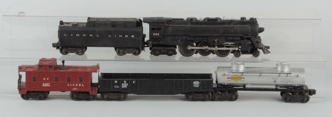 Lot of 5: Lionel No.685 Locomotive & Freight Cars.
