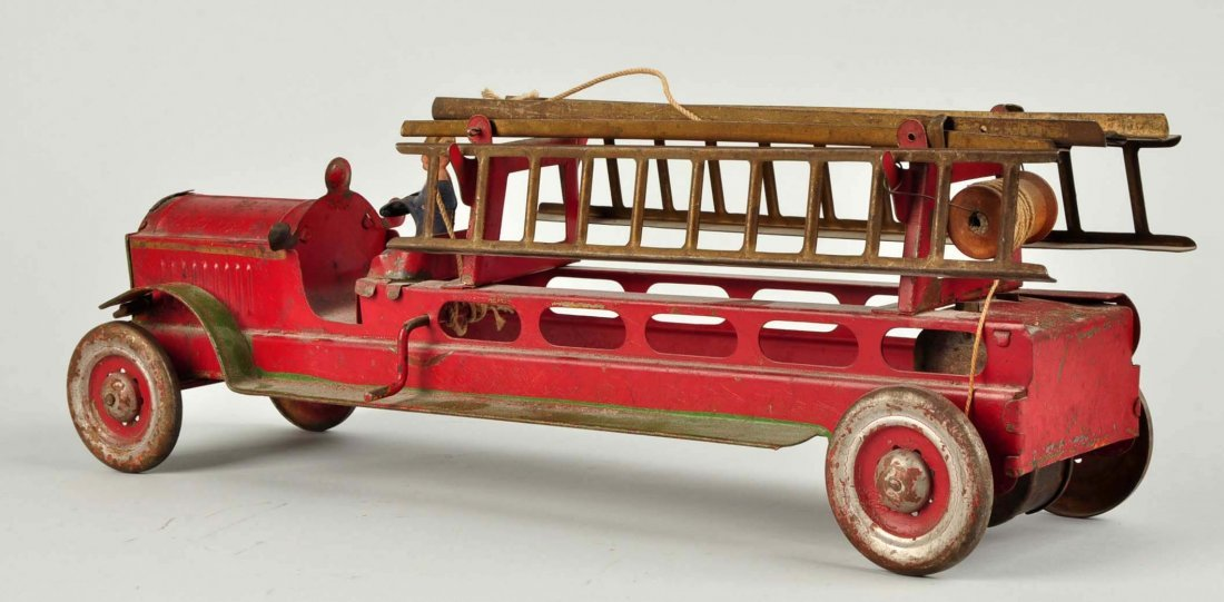 Early Tin Fire Truck With Ladder. - 2