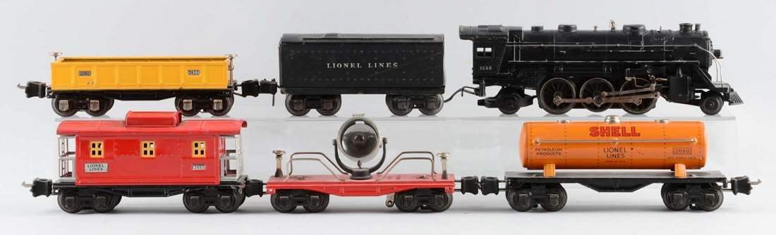 Lot Of 6: Lionel No. 1666 Locomotive & Freight Cars.