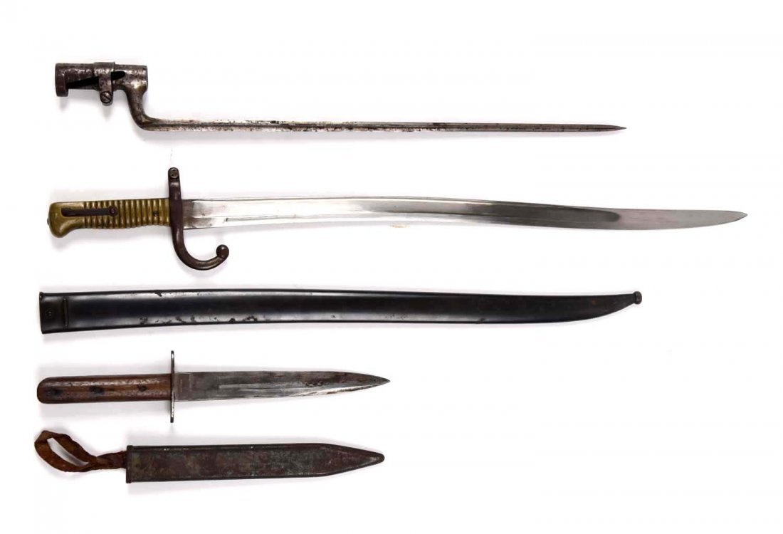 Lot of 3: Bayonets.