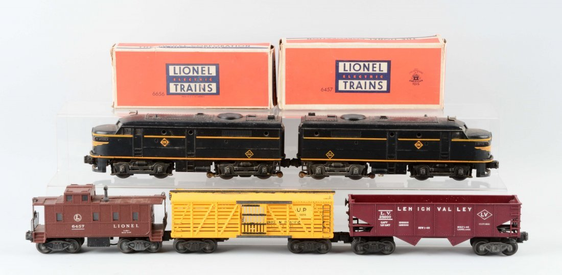 Lot Of 5: Lionel Erie Alcos and Freight Cars.