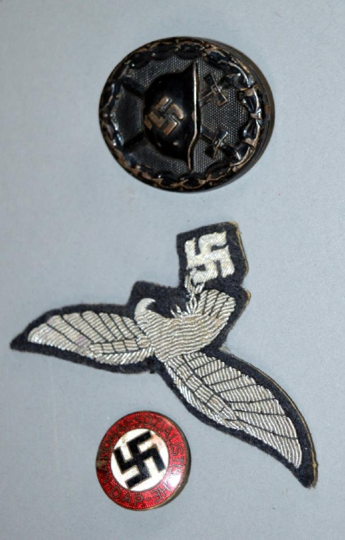 Nazis Buttons and patch, Swastika