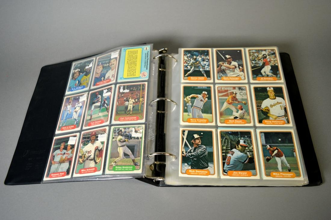 Album with 590+ Fleet baseball cards from the 1980s - 3