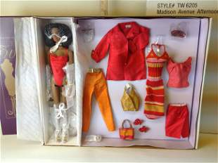 Tonner Tyler Wentworth Madison Ave Esme Doll Gift Set
