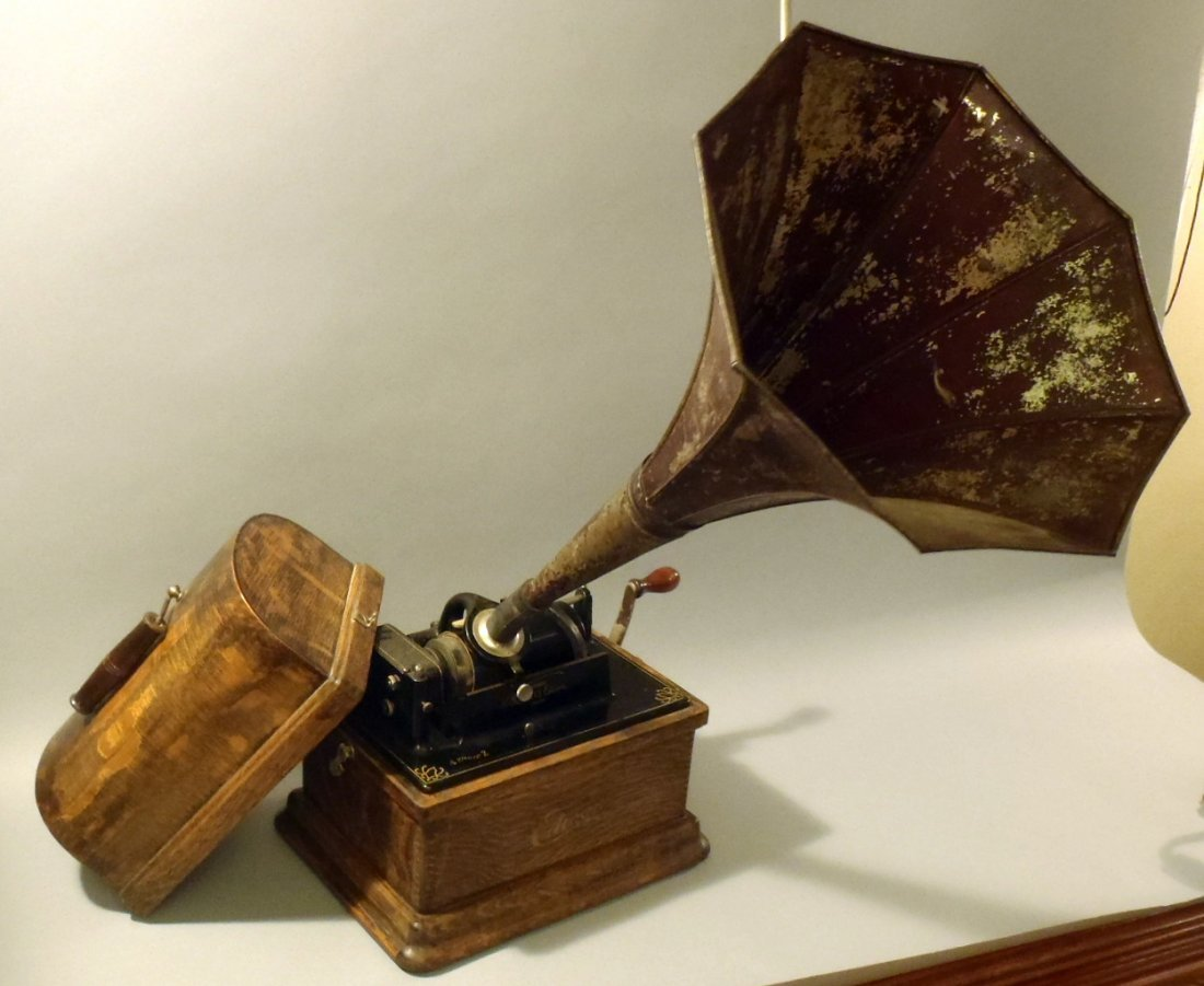 Edison Fireside Phonograph with cylinders