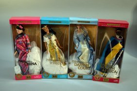 Lot Of 4 Dolls Of The World Princesses