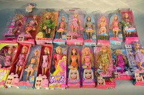 Lot Of 18 Barbies
