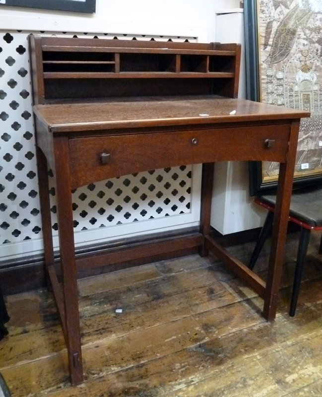 Oak Arts and Crafts desk in the style of Limbert, with