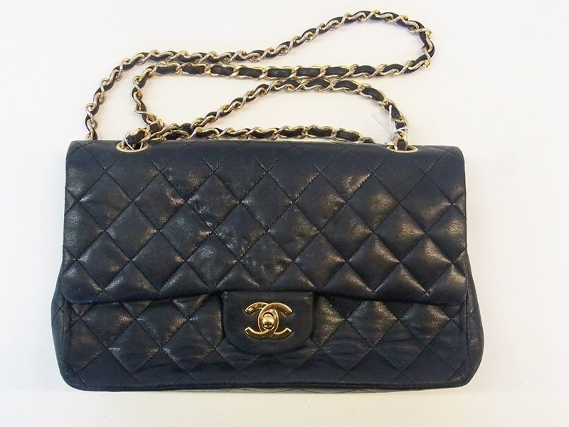 Vintage Chanel quilted bag, gilt metal fastening with