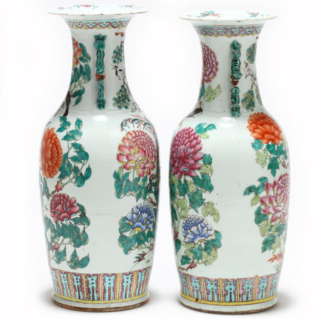 A Pair of Large Chinese Export Famille Rose Vases - 3