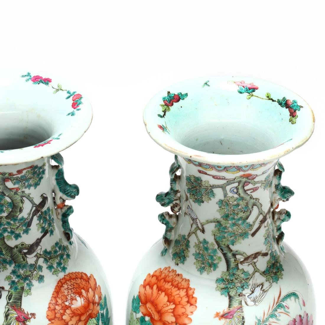 A Pair of Large Chinese Export Famille Rose Vases - 4