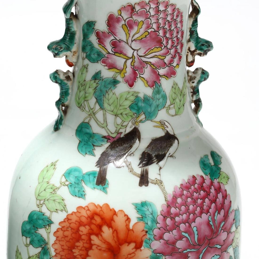 A Pair of Large Chinese Export Famille Rose Vases - 5
