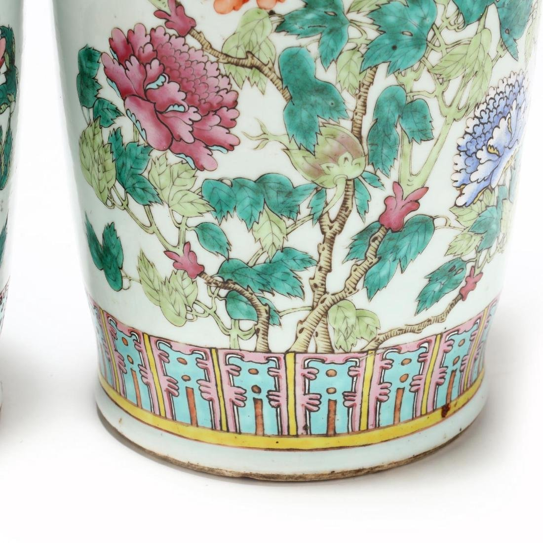 A Pair of Large Chinese Export Famille Rose Vases - 6
