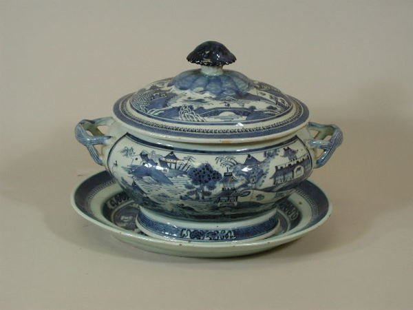 19: Chinese Export Porcelain Covered Tureen w/Underplat