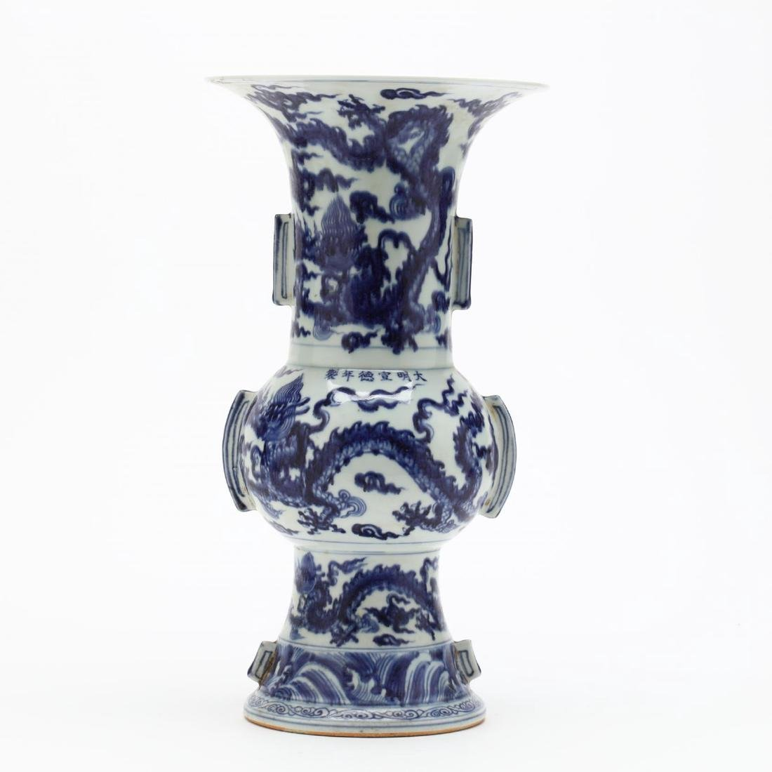 Two Chinese Blue and White Vases - 5