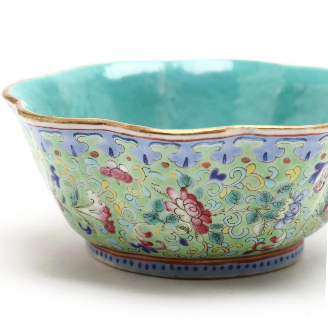 A Matched Pair of Chinese Porcelain Scalloped Bowls - 6