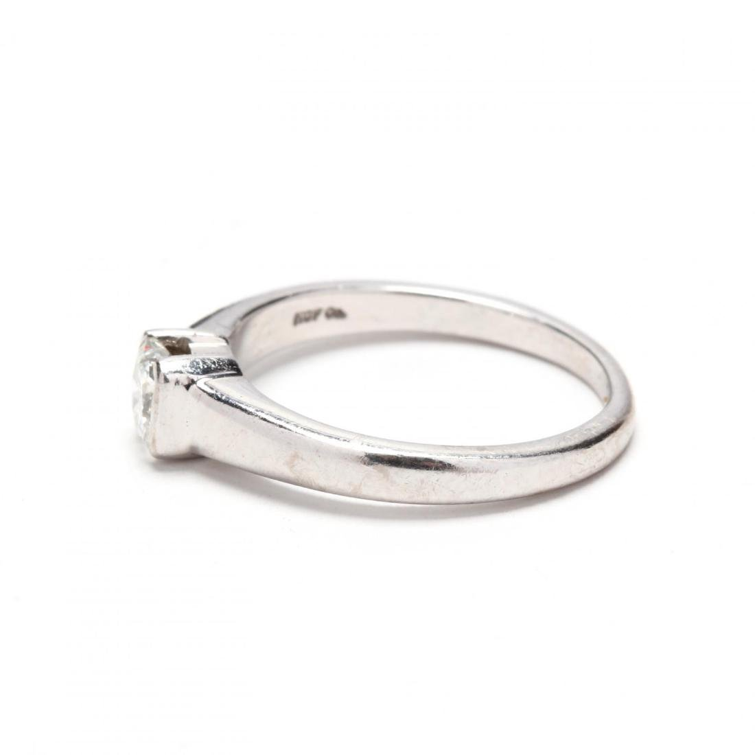 18KT White Gold Diamond Ring - 4