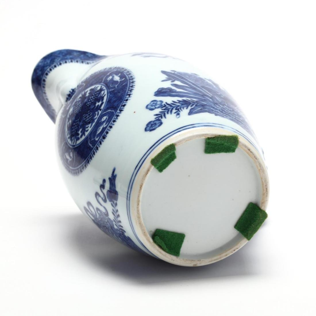 Three Chinese Export Blue and White Porcelain Vessels - 7