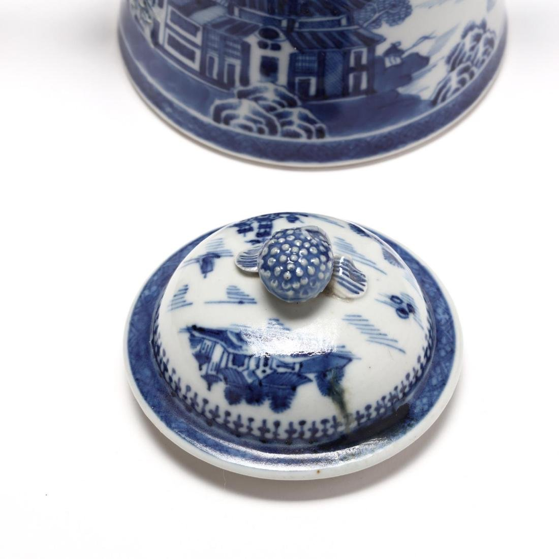 Three Chinese Export Blue and White Porcelain Vessels - 9