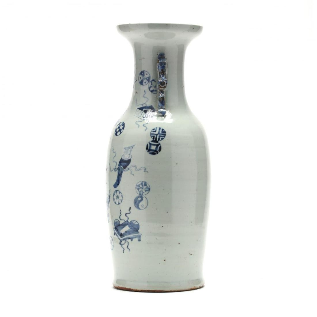 A Large Chinese Blue and White Vase - 7