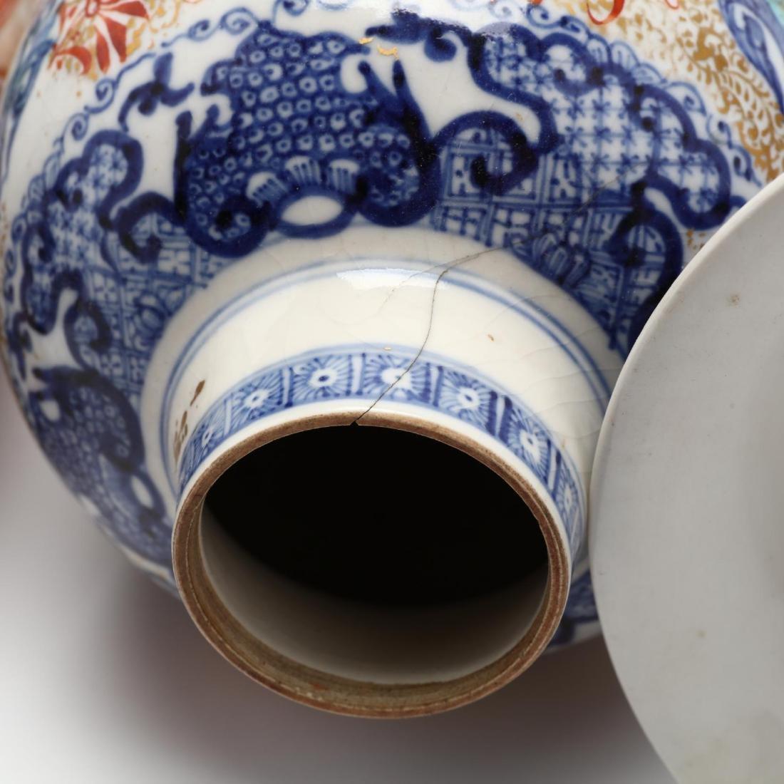 A Chinese Porcelain Mandarin Garniture Set - 4