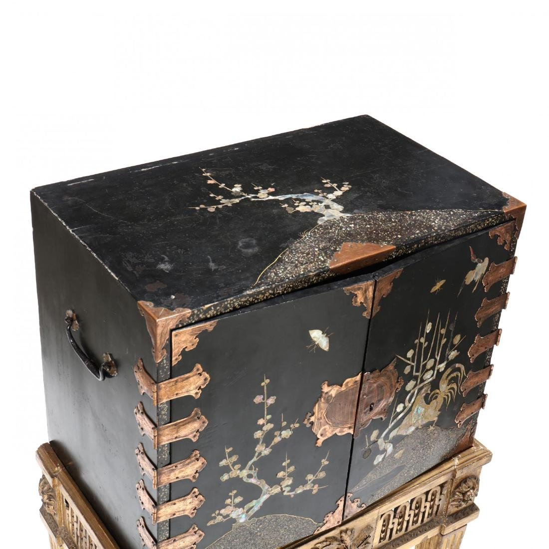 A Japanese Lacquered Cabinet on a Carved Giltwood Stand - 4