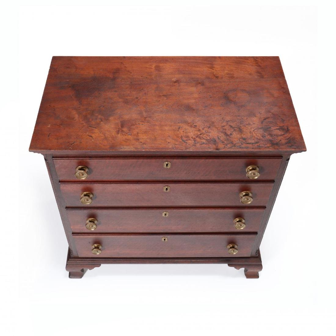 Mid-Atlantic Chippendale Walnut Chest of Drawers - 2
