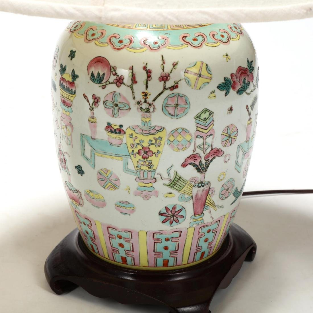 A Pair of Chinese Lamps with One Hundred Antiques Motif - 4