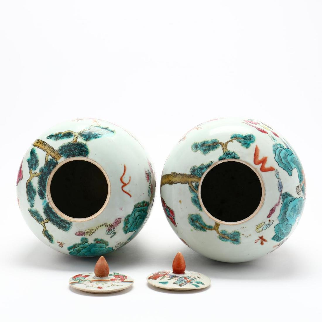 Pair of Chinese Export Porcelain Lidded Jars - 4