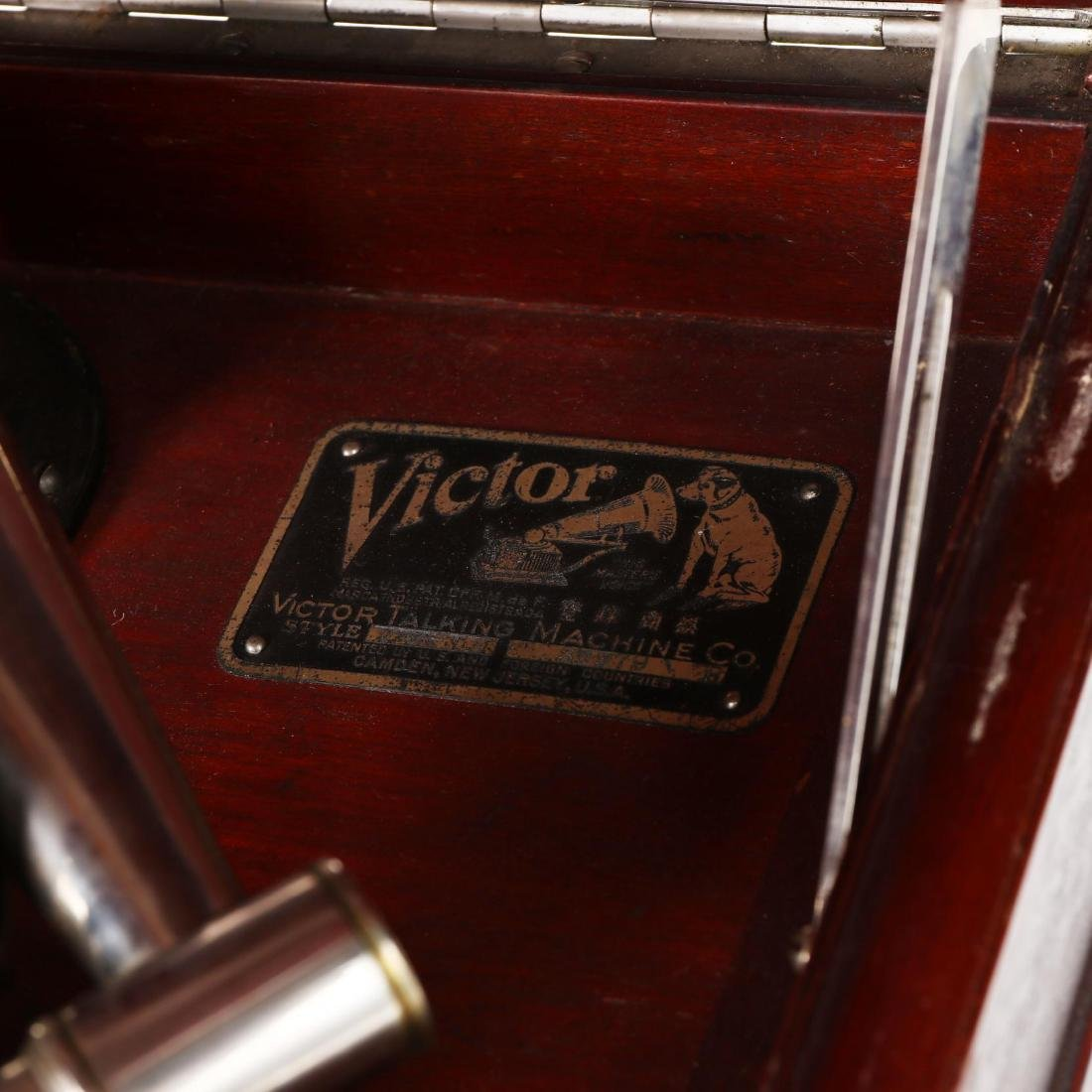 Victor Table Top Victrola Record Player - 3