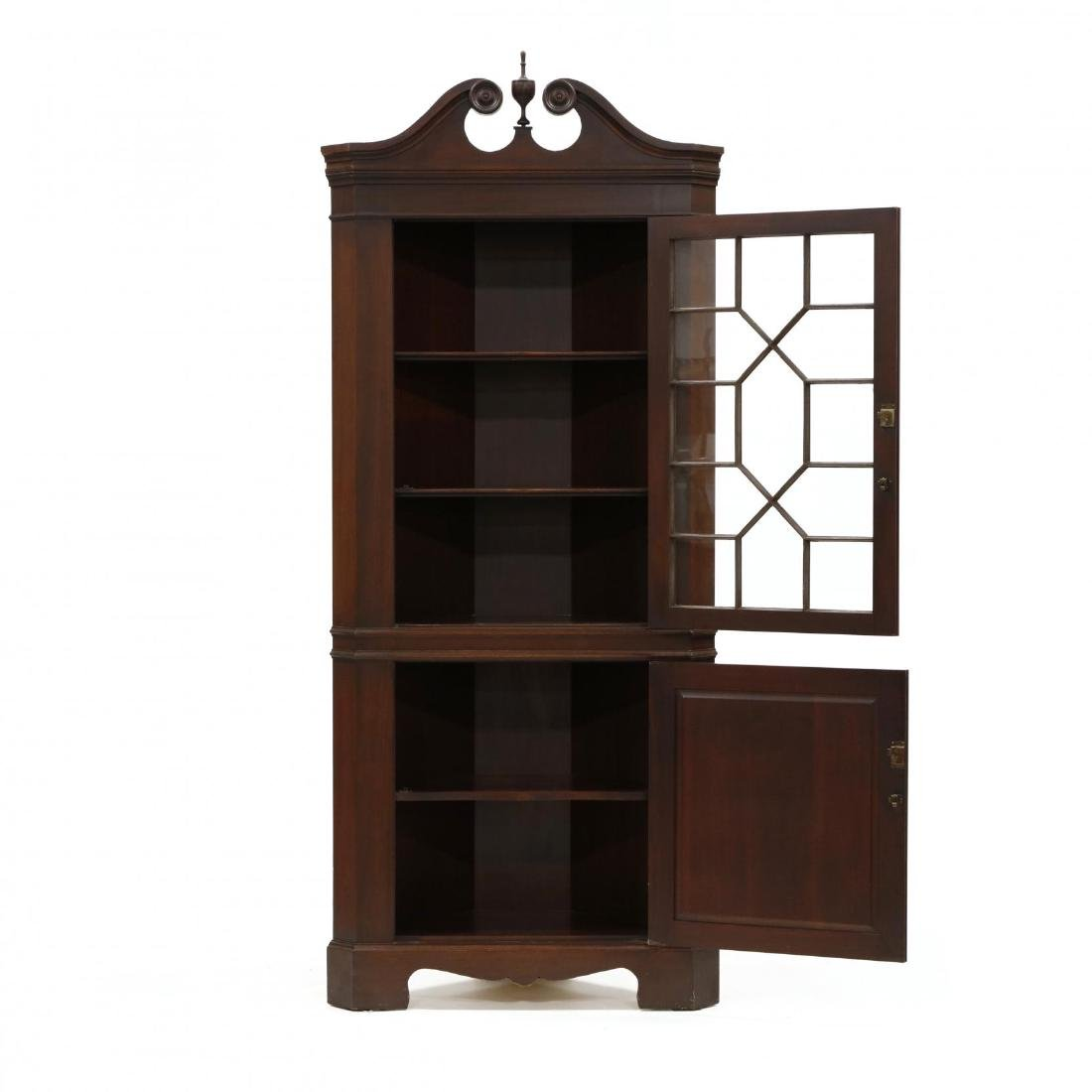 Pair of Federal Style Mahogany Corner Cabinets - 3
