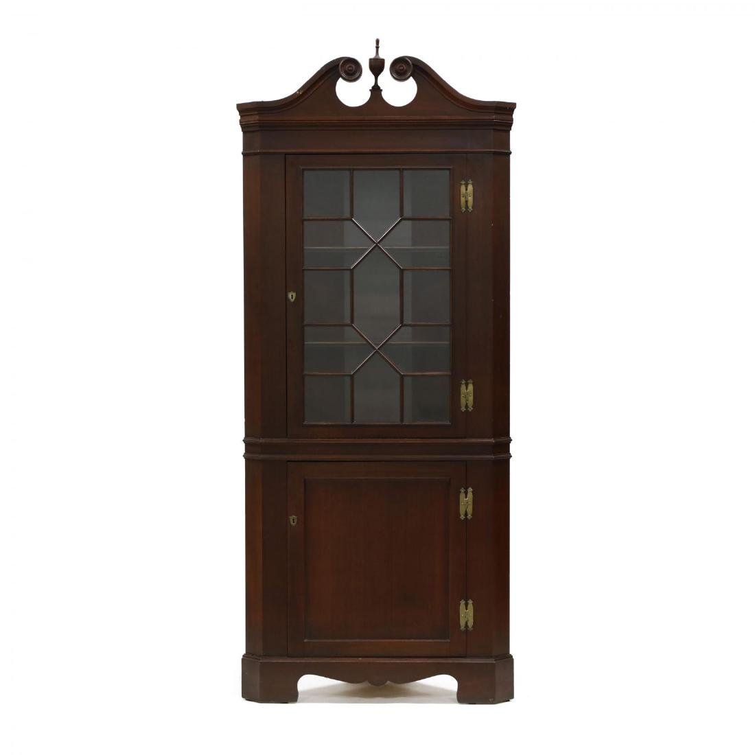 Pair of Federal Style Mahogany Corner Cabinets - 4