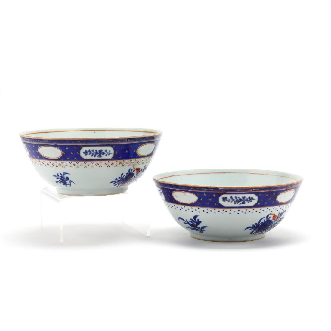A Pair of Chinese Export Porcelain Bowls - 2