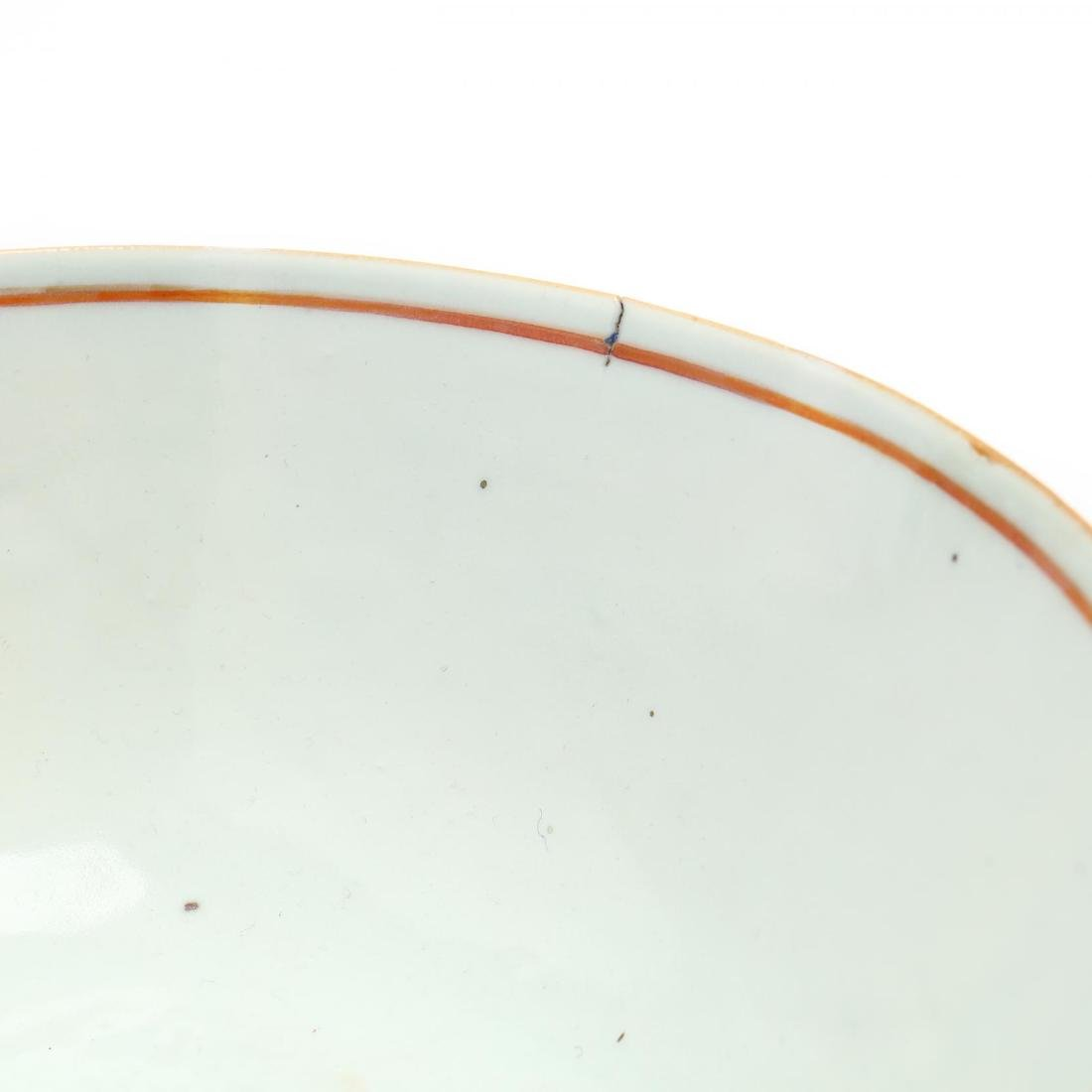 A Pair of Chinese Export Porcelain Bowls - 3